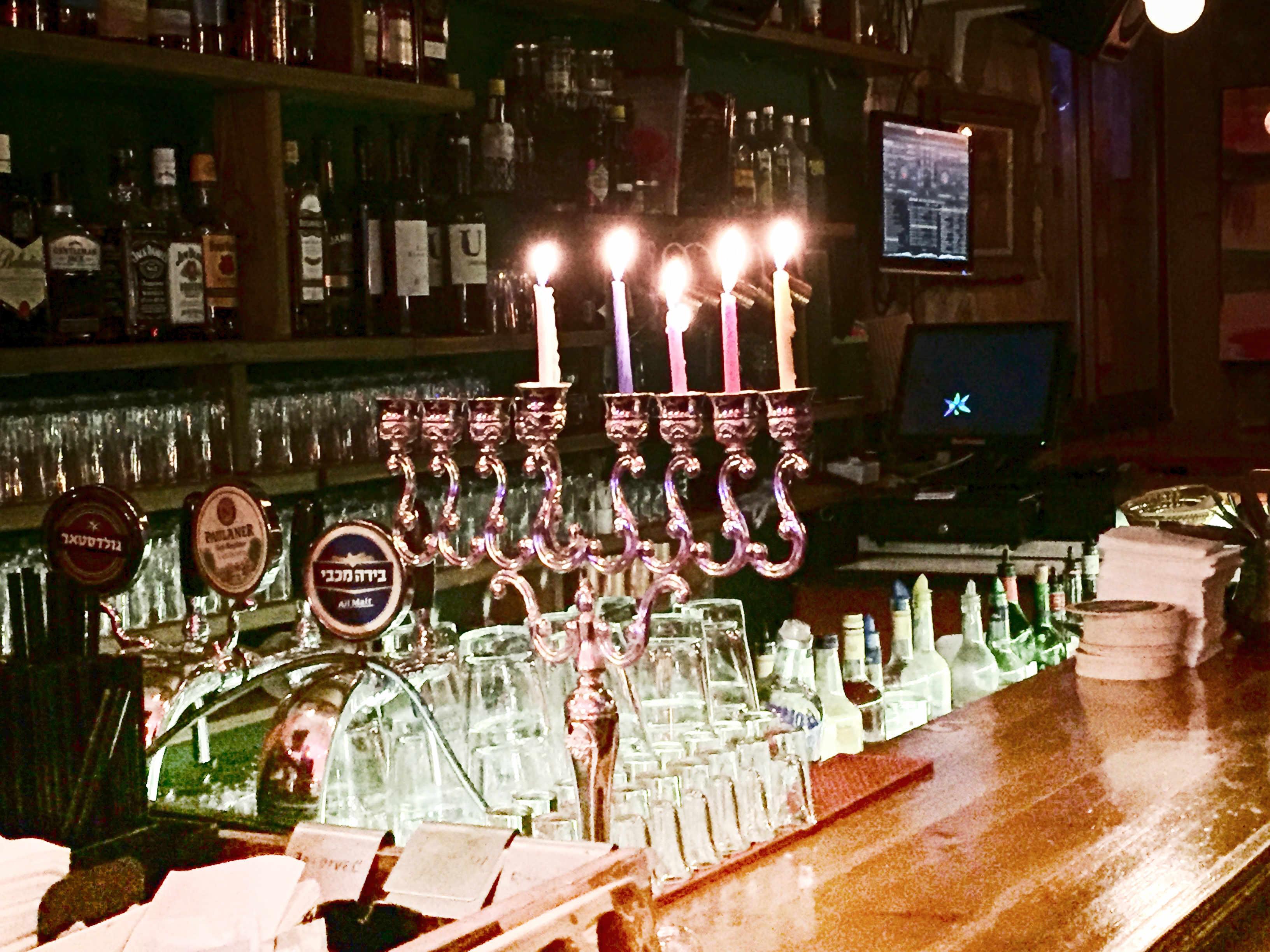 Silvester in Tel Aviv: Chanukka Lichter in der Bar