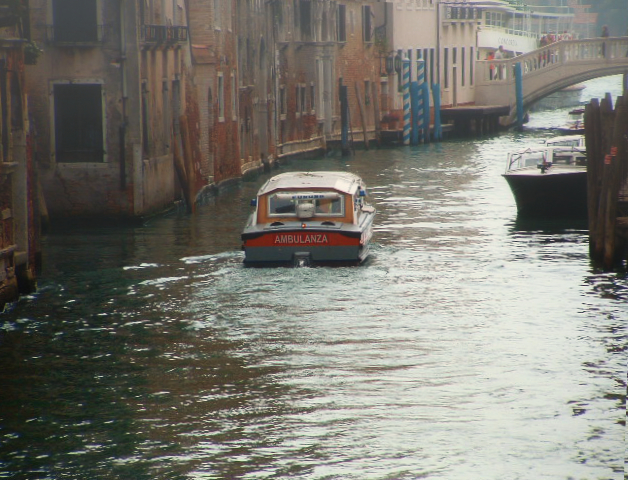 Venedig im November - Ein Ambulanz-Boot