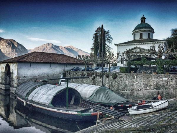 Comer See im Winter: privater Hafen der Villa Guilia