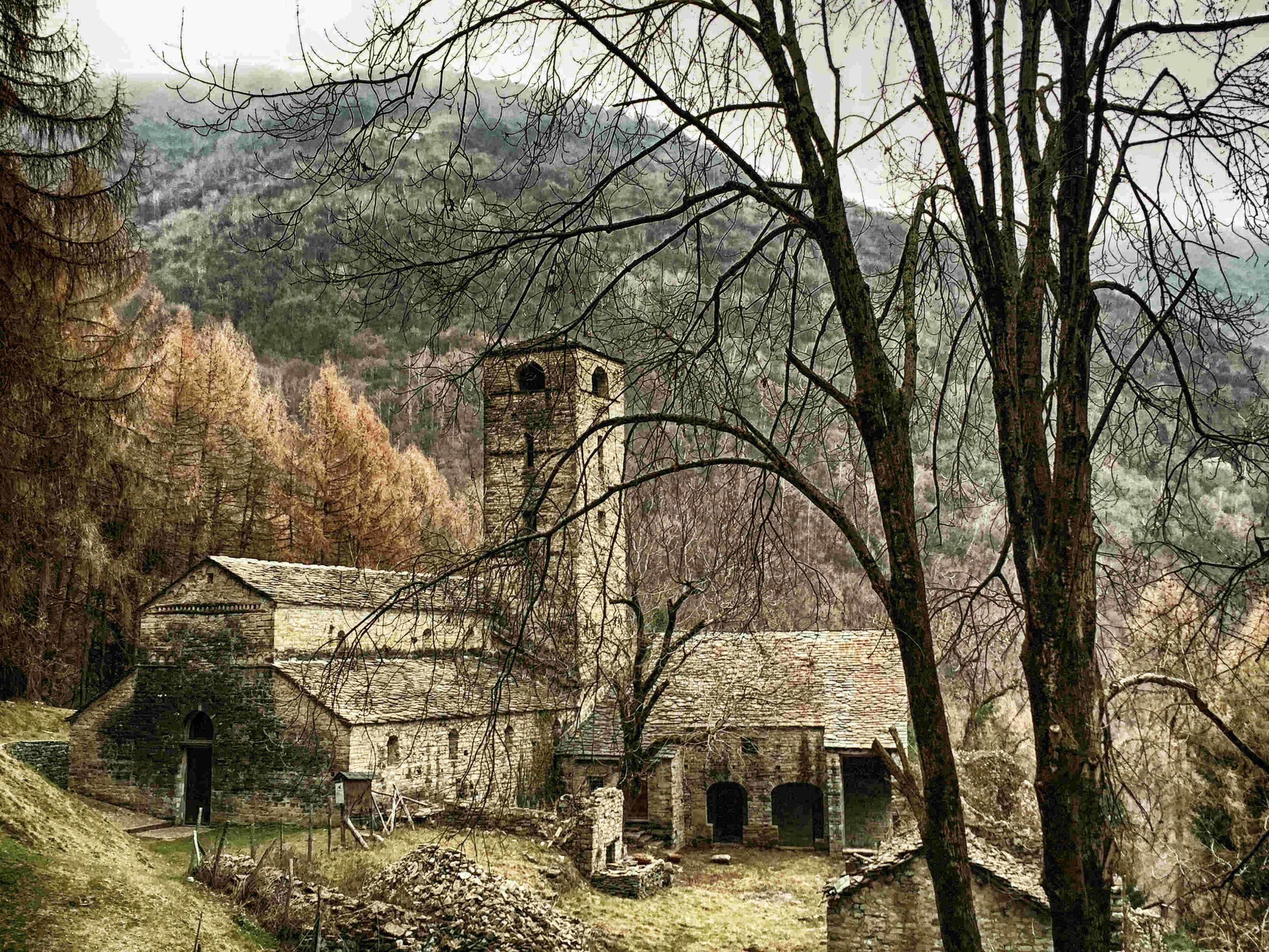 Der Comer See im Winter: die Abtei St. Benedetto
