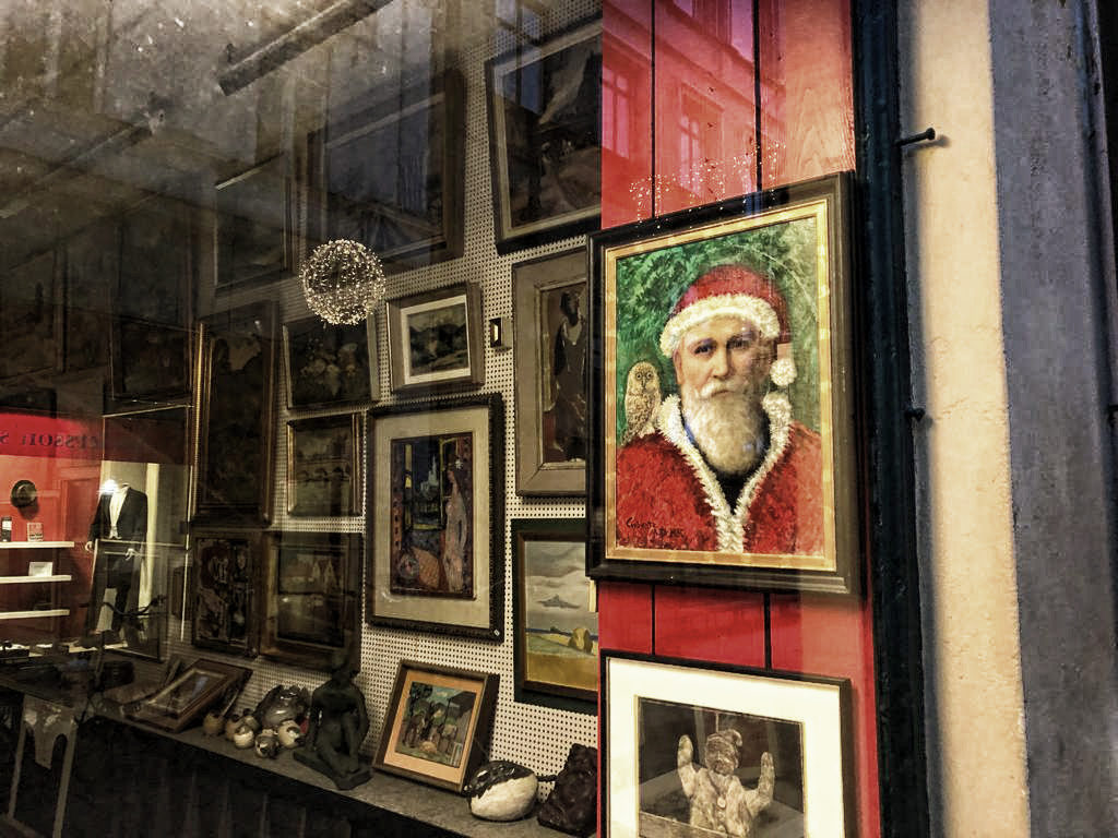 Ein Schaufenster zum Thema Weihnachten in Schweden