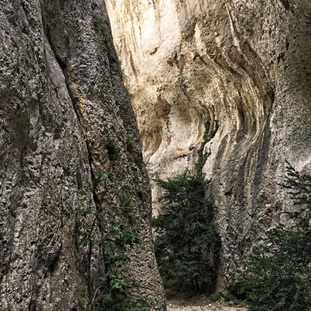 Der Gorges de Régalon im Gebirgsmassiv des Luberon
