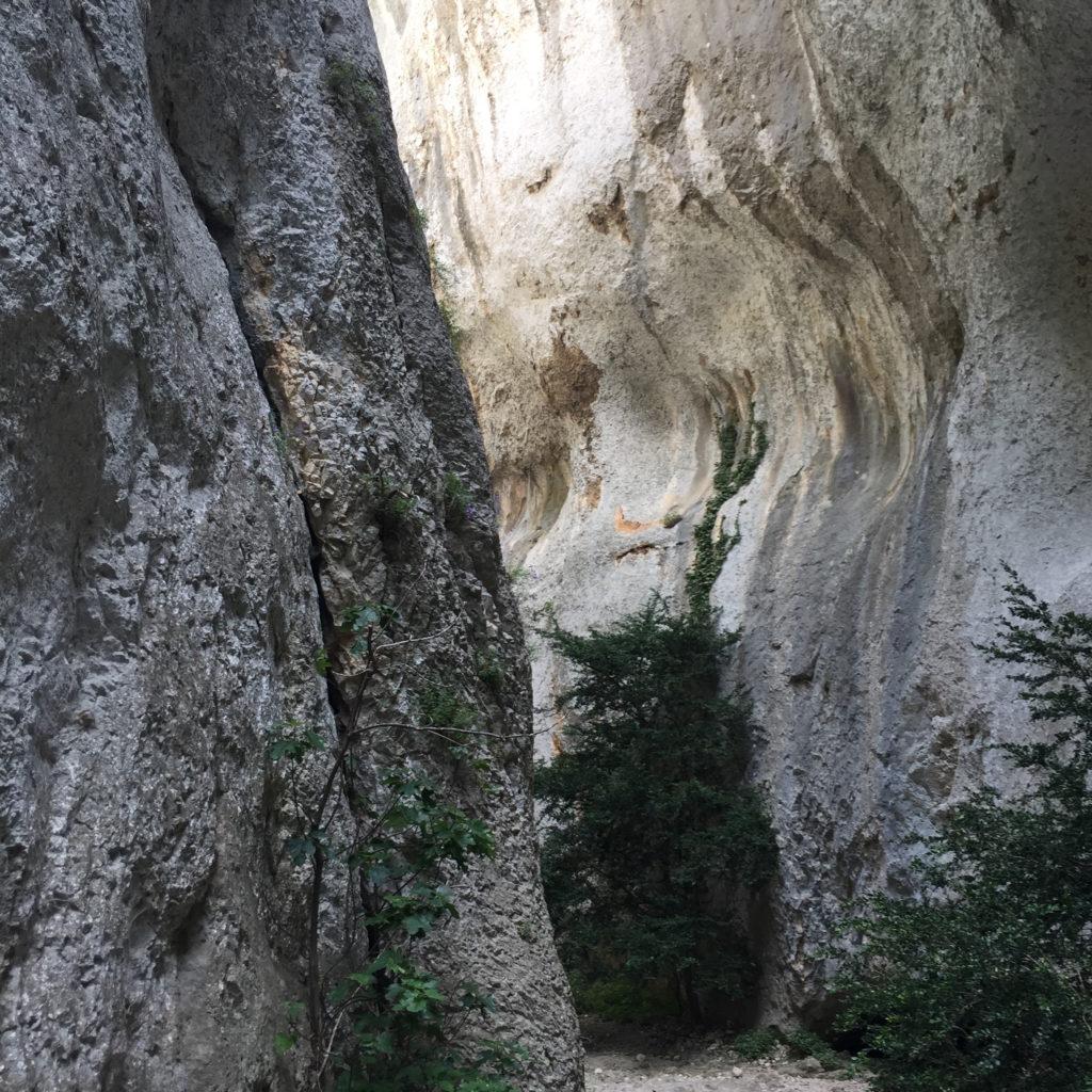 Wandern in Südfrankreich - Gorges du Regalon im Luberon